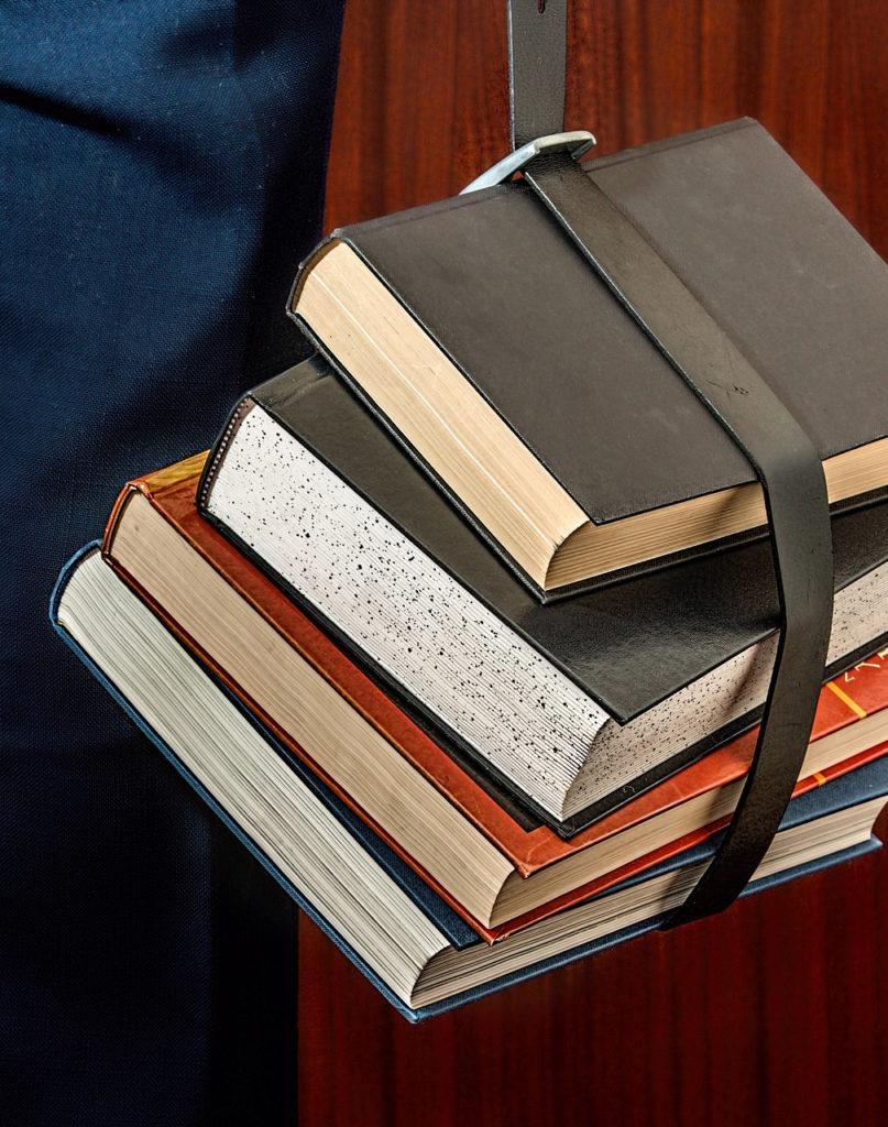 Lernen an der Uni mit zahlreichen Büchern