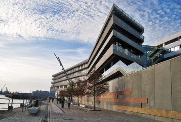 Hamburger Hafen City lädt zum schlendern ein