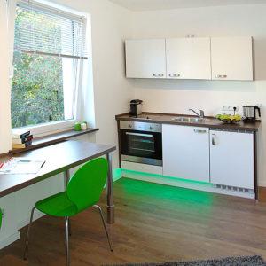 In den Einzelapartments ist die Küche integriert