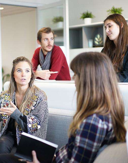Teamwork: Studenten zusammen an der Uni